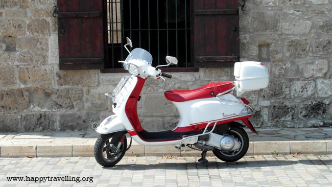 скутер на кипре