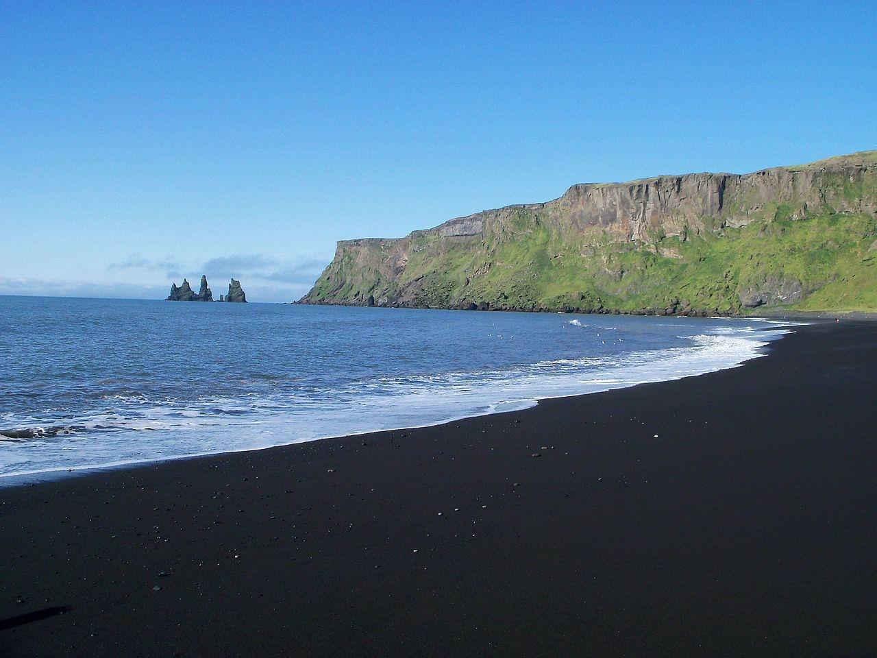 пляж черный песок