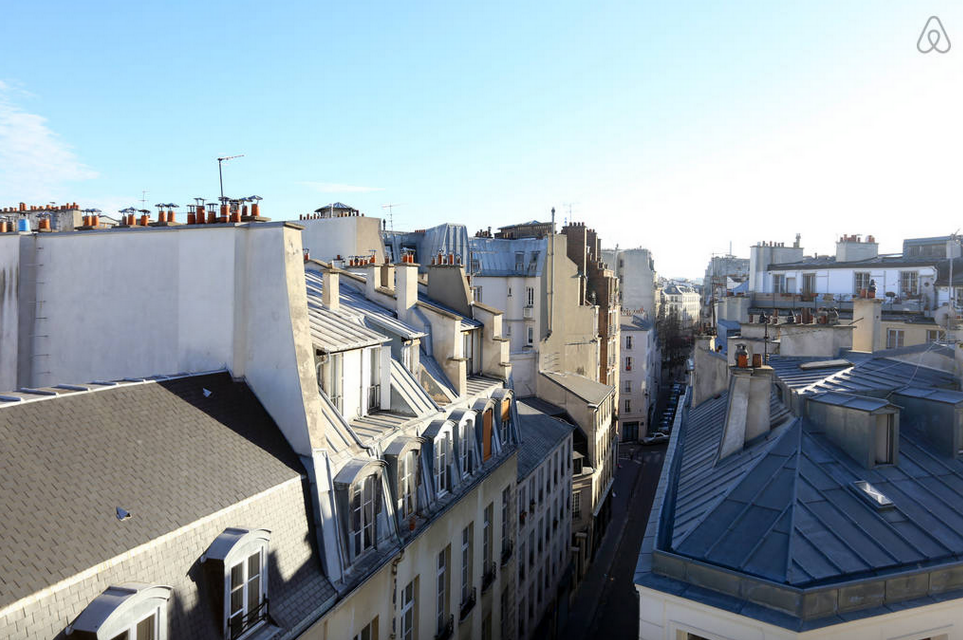 жилье с видом на крыши Париж