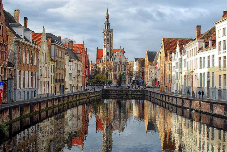 brugge-canal-middle-shot_962x644