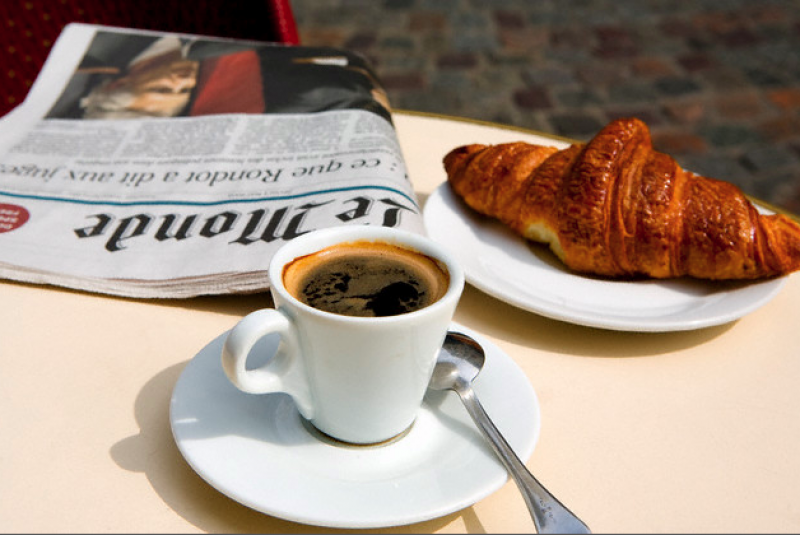 paris-cafe-croissant-coffee-and-newspaper_800x535