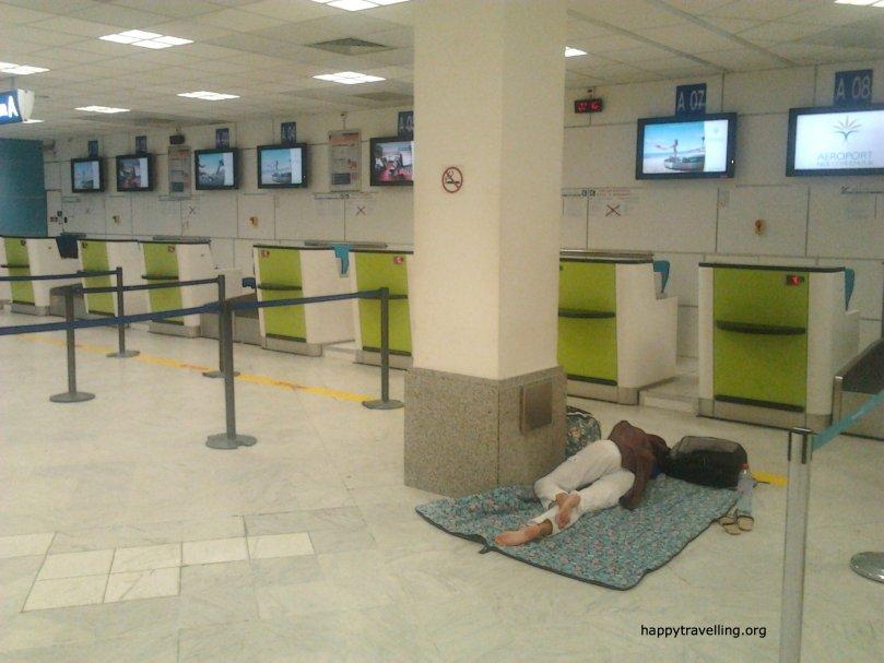 Переночевать в аэропорту: техника бывалых
