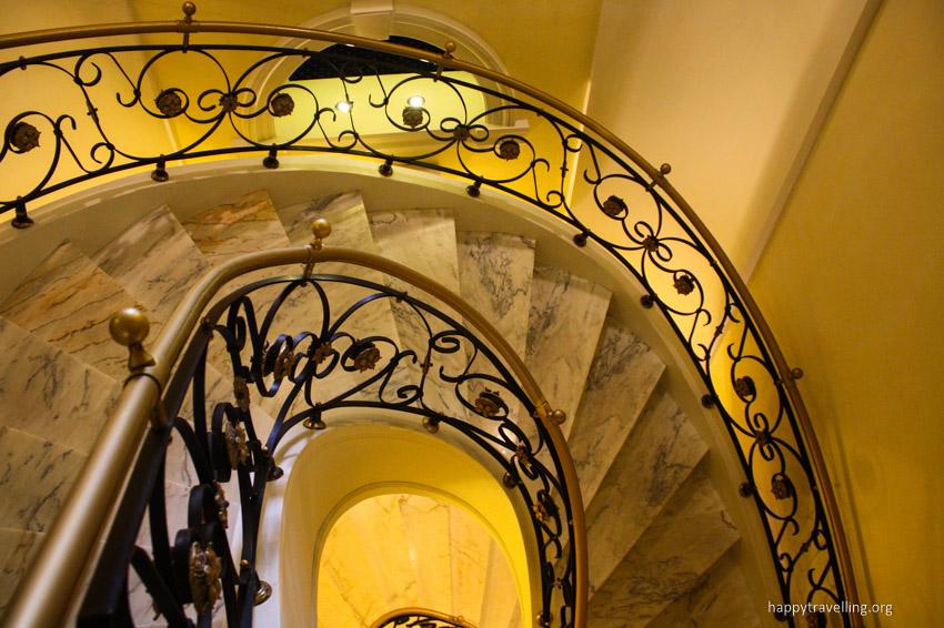 лестница в отеле под Варшавой