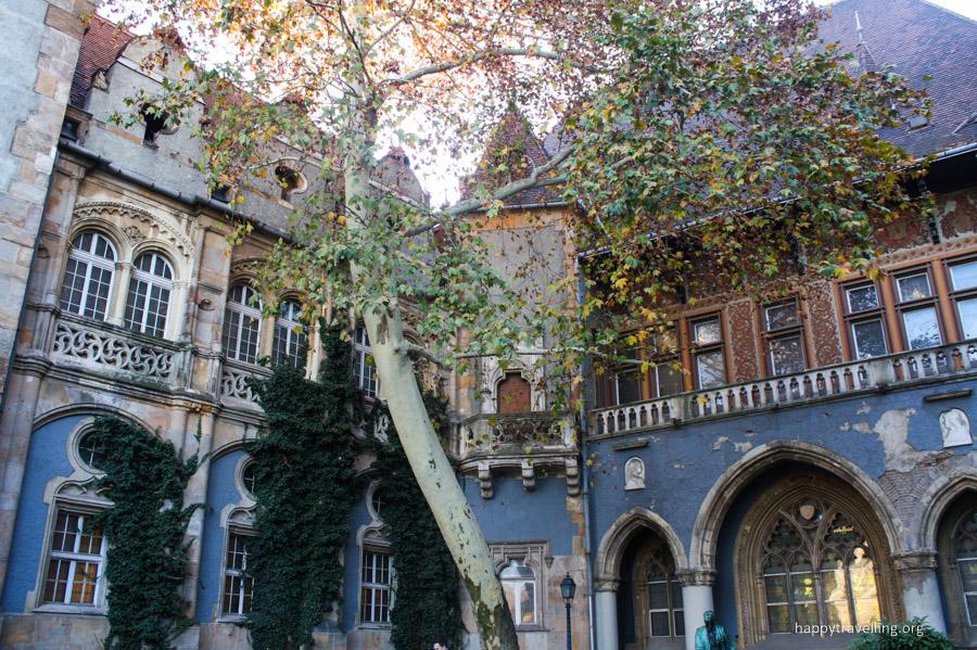 уютный замок в будапеште