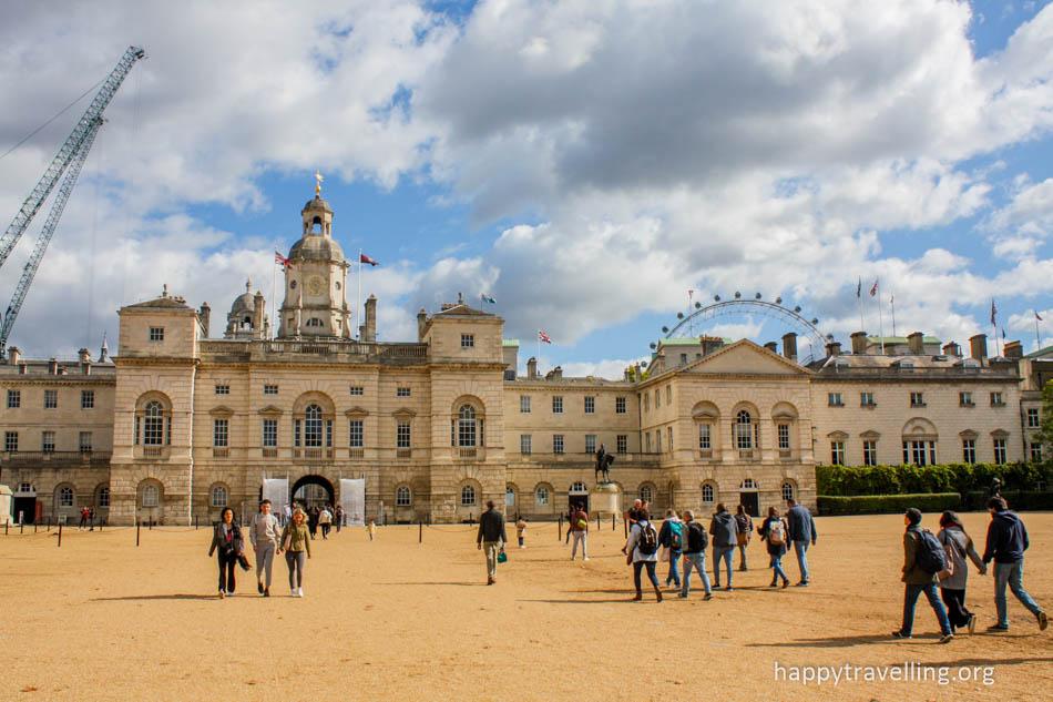 Букингемский дворец конюшни